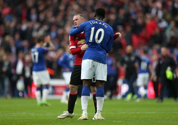 Manchester United menawarkan Wayne Rooney kepada Everton